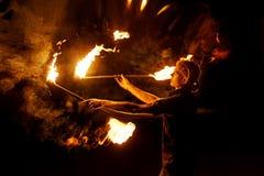 Feuern Sie Erscheinen ab Tanz mit Personal lizenzfreie stockfotografie