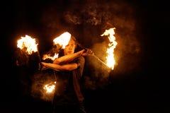 Feuern Sie Erscheinen ab Tanz mit Personal lizenzfreies stockbild