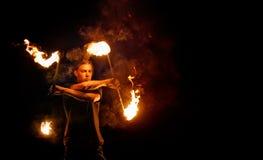 Feuern Sie Erscheinen ab Tanz mit Personal stockfotos
