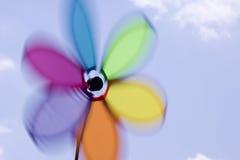 Feuerrad, das in Himmel spinnt Lizenzfreies Stockfoto