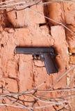 Feuerwaffen als Colt oder Pistole Makarow Stockfoto