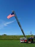 Feuerwehr-Maschine mit amerikanischer Flagge stockbilder