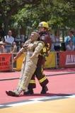 Feuerwehrmänner in der Tätigkeit Stockfoto