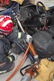 Feuerwehrmänner, die Rettung üben Lizenzfreie Stockbilder