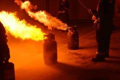 Feuerwehrmänner, die Wiederholung zur Sicherheit und zum Wissen ausbilden lizenzfreies stockbild