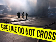 Feuerwehrmänner sillouette lizenzfreie stockfotos