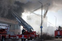 Feuerwehrmann auf Feuer Lizenzfreies Stockbild