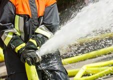 Feuerwehrmann bei der Arbeit Stockfoto