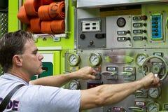 Feuerwehrmann, der fertig wird Lizenzfreies Stockbild