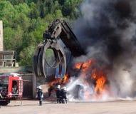 Feuerwehrmann in der Tätigkeit Lizenzfreie Stockfotos