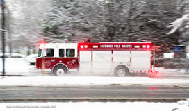 Feuerwehrmann an einem Snowy-Tag Stockfotografie