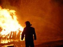 Feuerwehrmann gesprüht Stockfoto