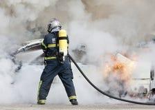 Feuerwehrmann im Feuer Stockbild