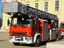 Feuerwehrmann-LKW mit Leiter Stockfotografie