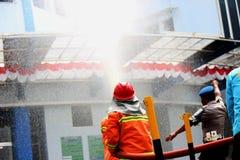 Feuerwehrmann und Wasser Lizenzfreie Stockbilder