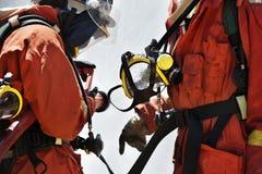 Feuerwehrmann während des Trainings Lizenzfreies Stockfoto