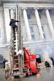 Feuerwehrmänner in der Tätigkeit Lizenzfreies Stockbild