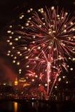 Feuerwerk über Vltava Fluss Stockfotografie