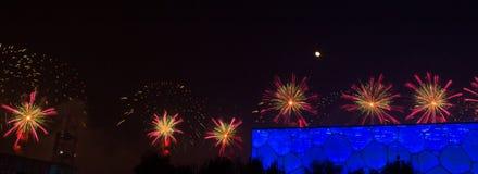 Feuerwerk angezeigt in der nationale Schwimmen-Mitte Chinas während APEC Lizenzfreies Stockfoto