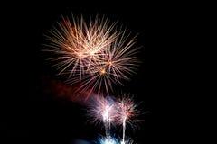 Feuerwerk bis zum Nacht Lizenzfreies Stockfoto
