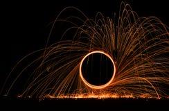 Feuerwerk, das aus den Grund spinnt lizenzfreie stockfotografie