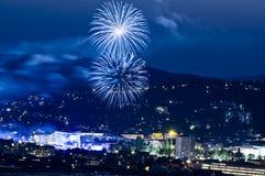 Feuerwerk in der blauen Stunde stockfoto