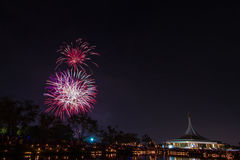 Feuerwerk in suanloung Park Thailand. Lizenzfreie Stockfotos