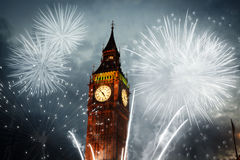 Feuerwerk um Big Ben Stockfotografie