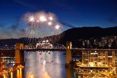 Feuerwerk und Burrard-Brücke Stockbild