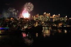 Feuerwerke über Atlantis-Hotel, Bahamas Stockfoto