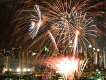 Feuerwerke über dem Hudson Stockfotos