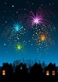 Feuerwerke über der Stadt Lizenzfreie Stockfotografie