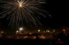 Feuerwerke über der Stadt stockbilder