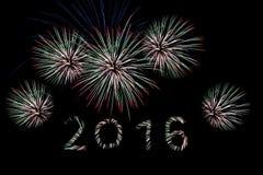 Feuerwerke über der Stadt feiern im glücklichen Festival Lizenzfreies Stockfoto