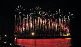 Feuerwerke über der Stadt von St Petersburg auf dem Fest von Stockbild
