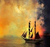 Feuerwerke über der Stadt von St Petersburg auf dem Fest von Lizenzfreie Stockfotografie
