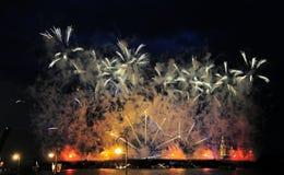 Feuerwerke über der Stadt von St Petersburg auf dem Fest von Stockfoto