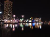 Feuerwerke über im Stadtzentrum gelegenem Baltimore Lizenzfreie Stockfotografie