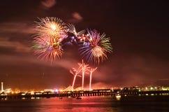 Feuerwerke über Santa Cruz Harbor Stockbilder