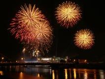 Feuerwerke über Wawel ziehen sich in Krakau zurück Lizenzfreies Stockbild