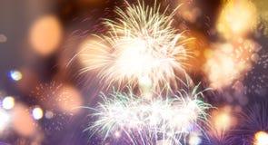 Feuerwerke am Abstand des neuen Jahres und der Kopie - abstraktes Feiertag backgrou Stockfotografie