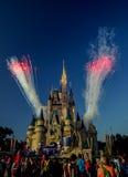 Feuerwerke an Aschenputtels Schloss Walt Disney World Orlando Florida Stockbilder
