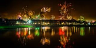 Feuerwerke bei Brouwhuis Helmond mit einer Reflexion Lizenzfreie Stockfotografie