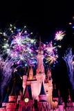 Feuerwerke in Cinderella Castle Stockbild
