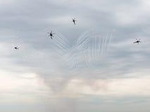 Feuerwerke der Produkteinführung Mi-28 an einem airshow Stockbild