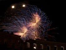 Feuerwerke in der Sommernacht Stockfotografie