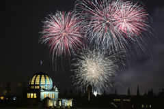 Feuerwerke des neuen Jahres über Prag, Tschechische Republik Stockbilder