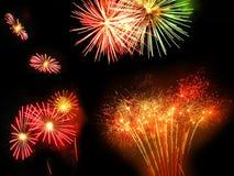 Feuerwerke, die nachts explodieren Stockfoto