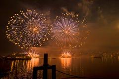 Feuerwerke Genfs die Schweiz auf dem See Stockfotografie