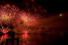 Feuerwerke Genfs die Schweiz auf dem See Lizenzfreie Stockbilder
